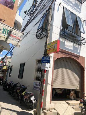 Nhà mới xây 2 mặt kiệt 3m Hùng Vương,3 tầng 3 mê.