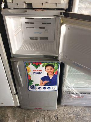 Bán tủ lạnh sanyo 180l còn mới đẹp