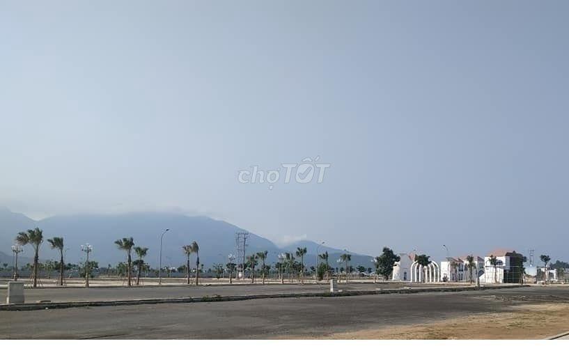 Bán đất Nguyen Tat Thanh dt 120m2 giá rẻ
