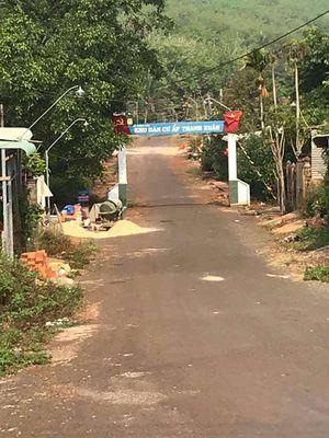 Đối diện UBND Xã Thanh Phú . Cách quốc lộ 13 100m