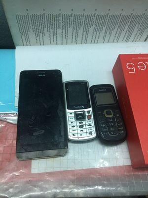 Mình cần bán 3 xác điện thoại như hình ạ.