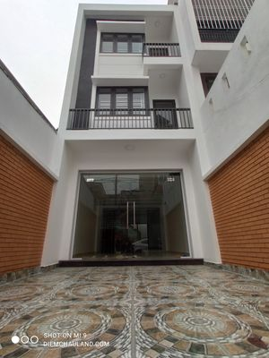 Nhà xây 3 tầng độc lập khu phân lô đường Văn Cao