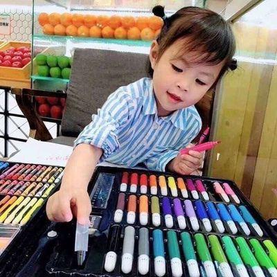 Hộp bút màu