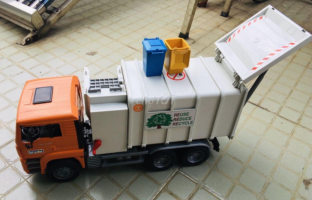 0979766499 - Thanh lý xe đổ rác Bruder
