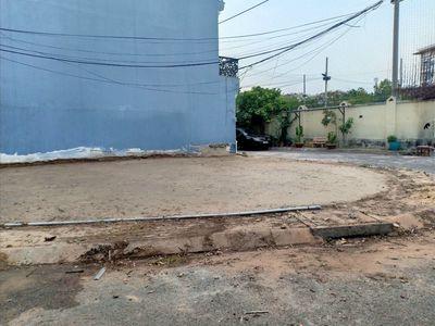 Đất lô góc 3 mặt tiền khu cafe Vip Q.9 103.5m²