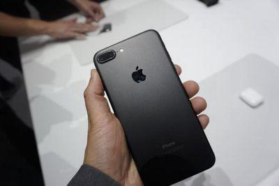 Cần bán iphone 7 plus đen nhám 256gb
