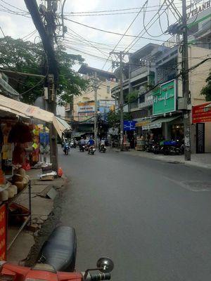 Nhà 3.5m dài 17m mặt tiền đường Lạc Long Quân