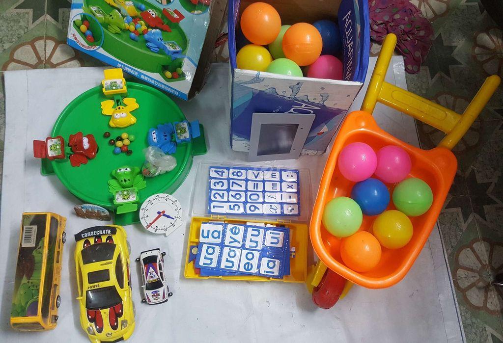 0938829288 - combo đồ chơi xe chạy pin vs. ếch săn mồi cho bé.