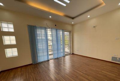 Nhà riêng Mỗ Lao cần tiền bán nhanh. oto gần