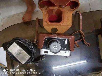 Máy ảnh cơ xách tay năm 1985 từ thời liên xô