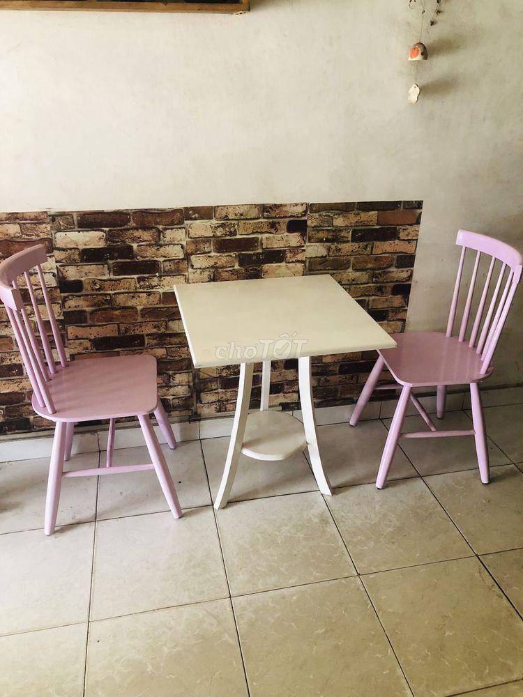 Bộ bàn ghế sắc màu