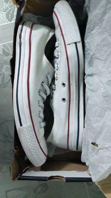 Cần bán giày converse trắng cổ thấp chính hãng