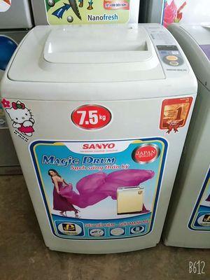 Máy giặt Sanyo giặt êm dịu .vắt khô ráo