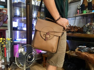 Túi da mềm, form hộp đeo cực đẹp