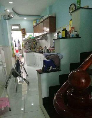 Cần bán căn nhà ngay cầu vượt Quang Trung