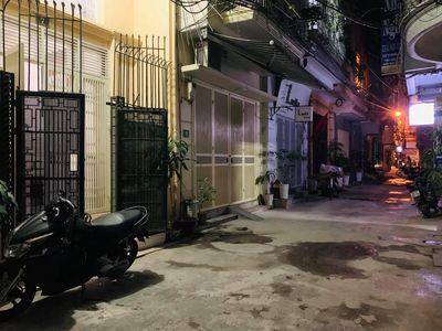 Định Công Hạ ô tô tải đỗ cổng 32m 5 ngủ 2.3ty