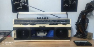 Sharp Qt 247 radio cassette . zin hiếm