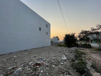 Hai mảnh đất ngã tư đường 42 KĐT Đồng Văn Xanh