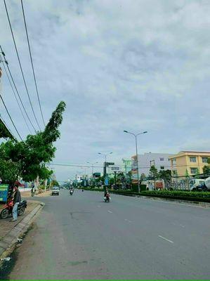 Bán nhà 2 lầu mặt tiền Nguyễn Văn Cừ, Ninh Kiều