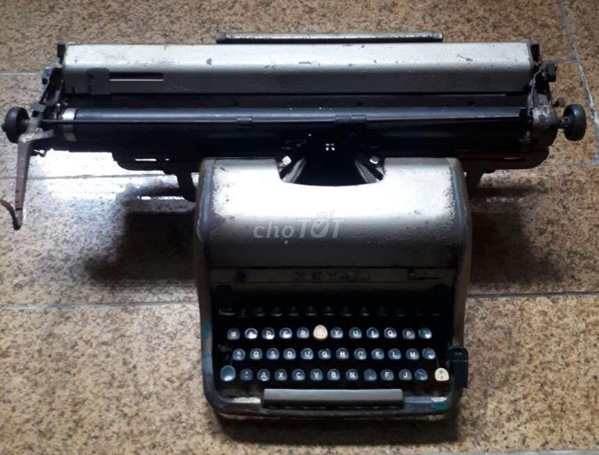 máy đánh chữ Royal Mỹ thập niên 1950s