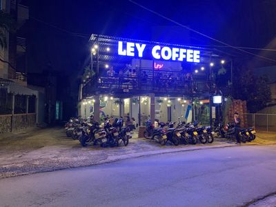 Sang quán cà phê đông khách trung tâm Thủ Đức