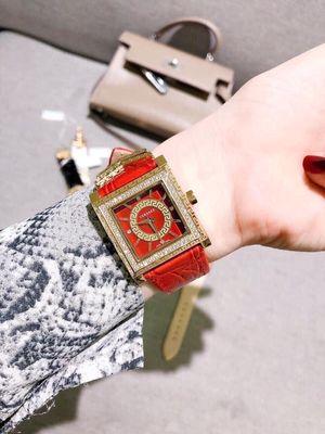 Đồng hồ thời trang nữ mặt vuông