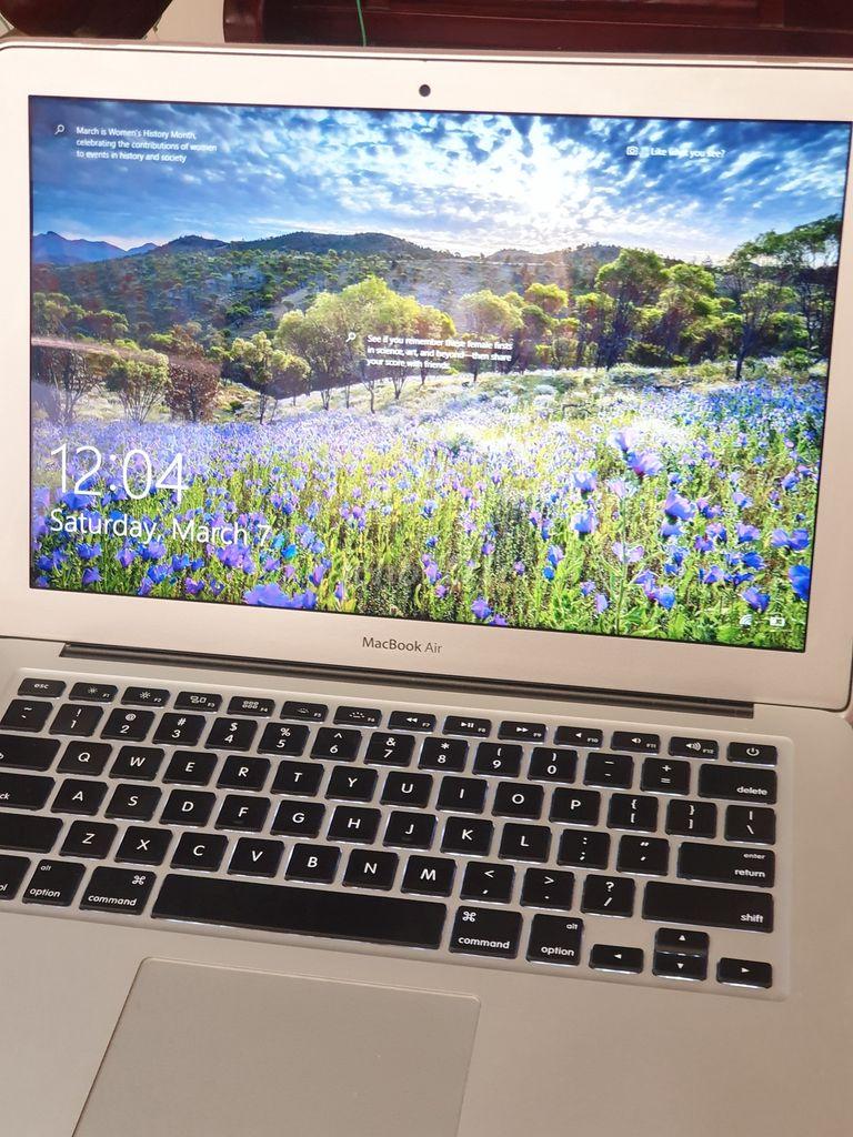 0935433711 - Đổi máy mới nên bán nhanh máy Macbook Air 2015