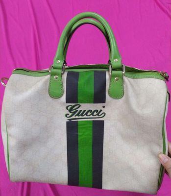 Thanh lý túi xách hình trụ, bằng da hiệu GUCCI,