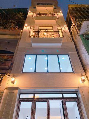 nhà 3 lầu,ST. MTNB huỳnh văn bánh, PN. DT: 4x14m.