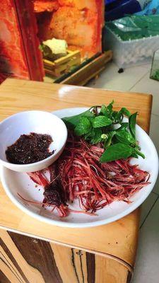 Thịt trâu gác bếp chẩm chéo đặc sản Bắc Giang