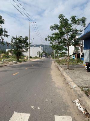 Lô Hoà An 25 kẹp cống 97m2 gần Bùi Giáng đường 7m5