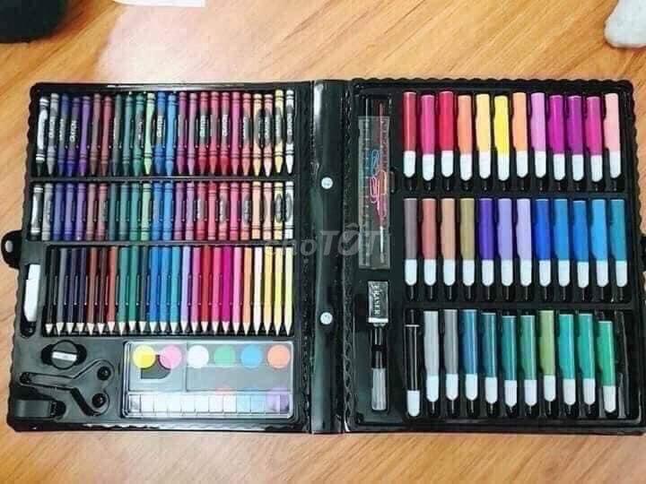 0793976109 - Hộp bút chì màu